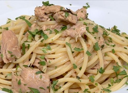 spaghetti con filetti di tonno di cetara